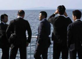 Японский остров полностью исчезает, правительство запускает поисковую группу.