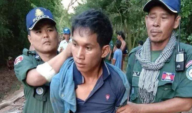 Полиция задерживает мужчину в Кампонг-Рипе.