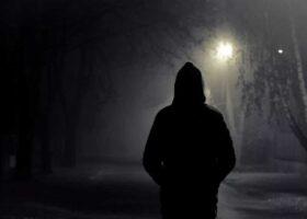 Таинственный незнакомец спасает жизнь человека одним касанием.