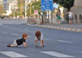 Дети, живущие рядом с основными дорогами, подвержены повышенному риску задержки развития.
