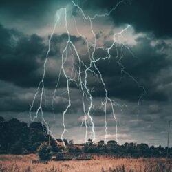 Люди, получившие странные способности после ударов молнии.