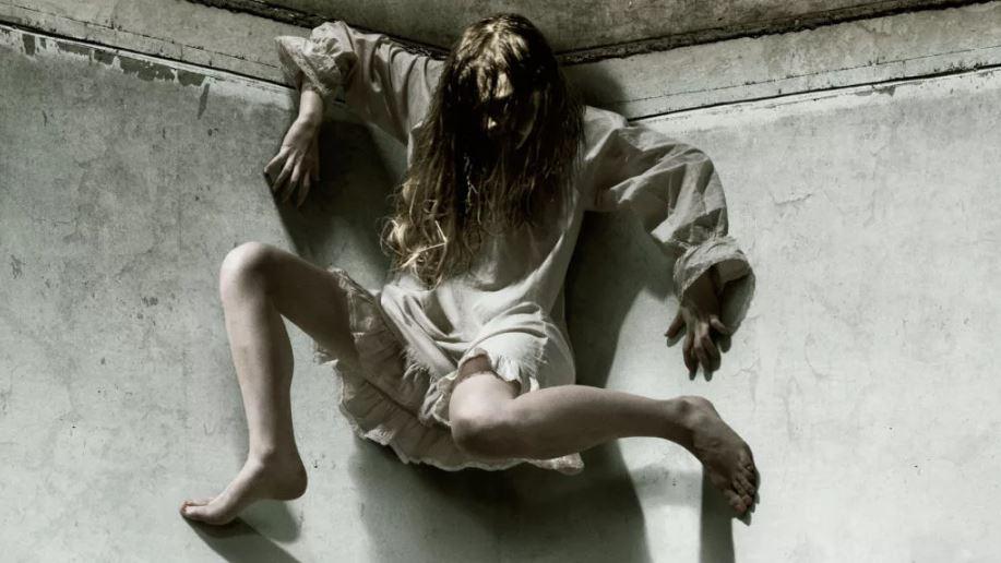 Женщина на потолке.