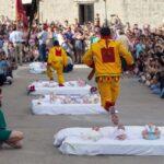 El Colacho - Фестиваль прыжков через детей в Испании.