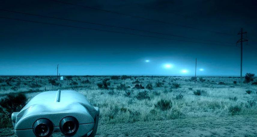Техас освещается огнями Марфа.