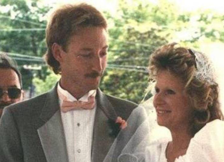 Вскоре после их первой встречи Сонни женился на Шерил.