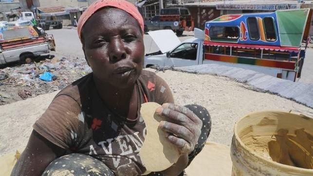 Грязевые печенья доступны на местных рынках.