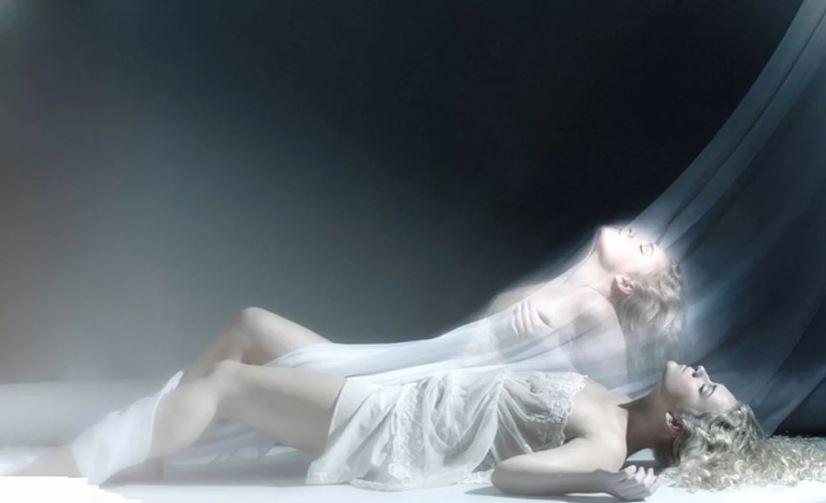 Душа живет после смерти физического тела и бессмертна.