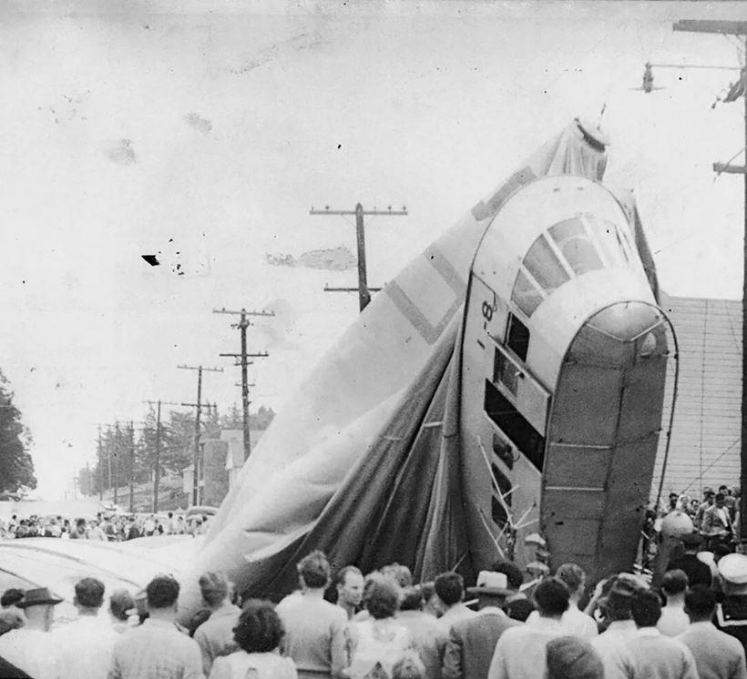 Экипаж дирижабля, загадочно исчез из кабины в 1942 году.