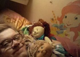 Мужчина отрёкся от семьи, чтобы стать шестилетней девочкой