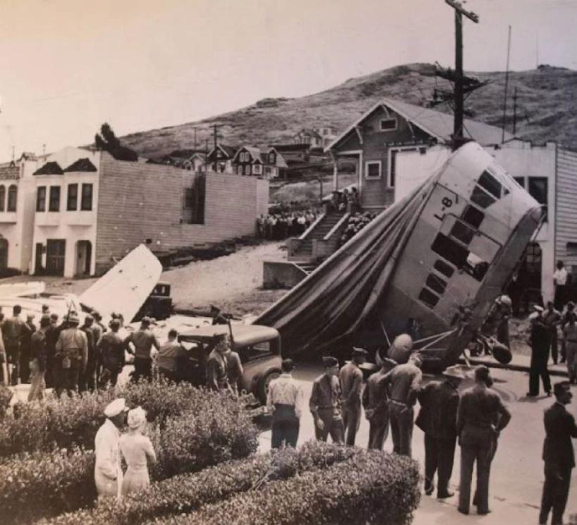 Дирижабль L-8 терпит крушение из-за исчезнувшего экипажа.
