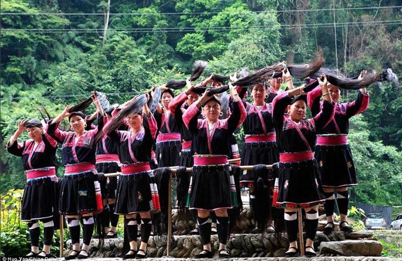 Рапунцель в реальной жизни: девушки из деревни в Китае никогда не стригутся.