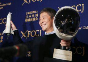 Японский миллиардер ищет спутницу для лунного путешествия