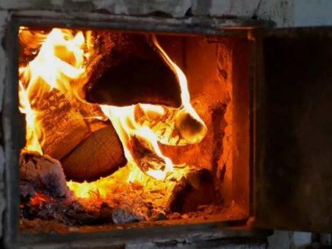 В Хакасии бабушка с дедушкой сожгли внука в печи.