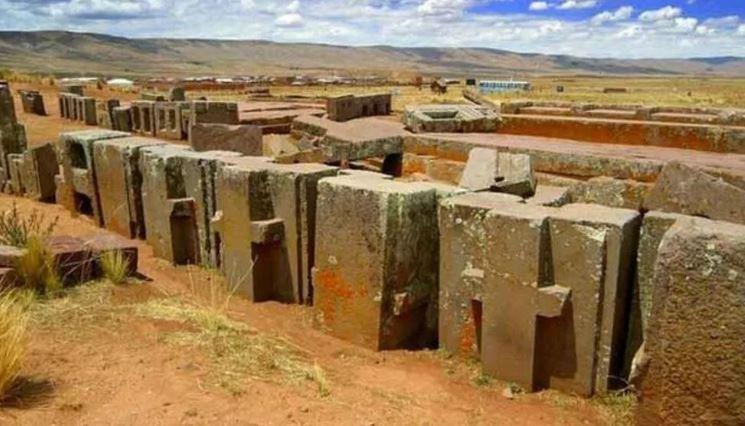 Пума-Пунку представляет собой древний мегалитический комплекс.