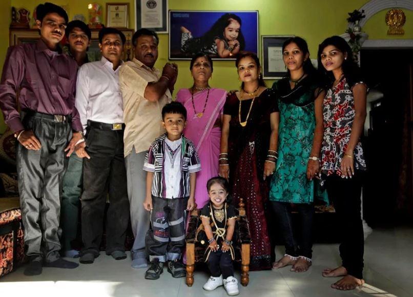 Джиоти Амге в кругу семьи.