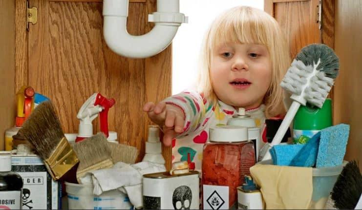Ограничьте доступ детей к химии.