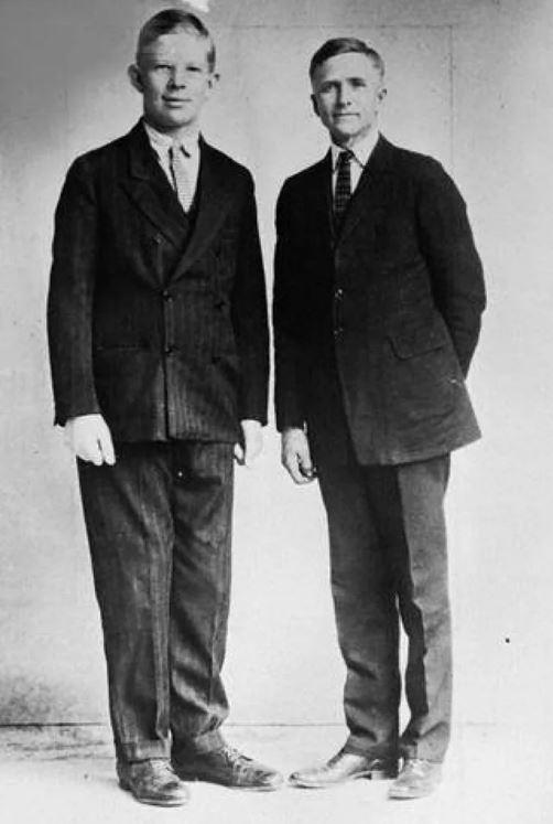 Роберт Уодлоу в возрасте 8-ми лет со своим отцом.