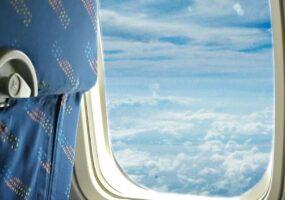 """Пассажиры самолёта видели """"человека, идущего по облакам"""""""
