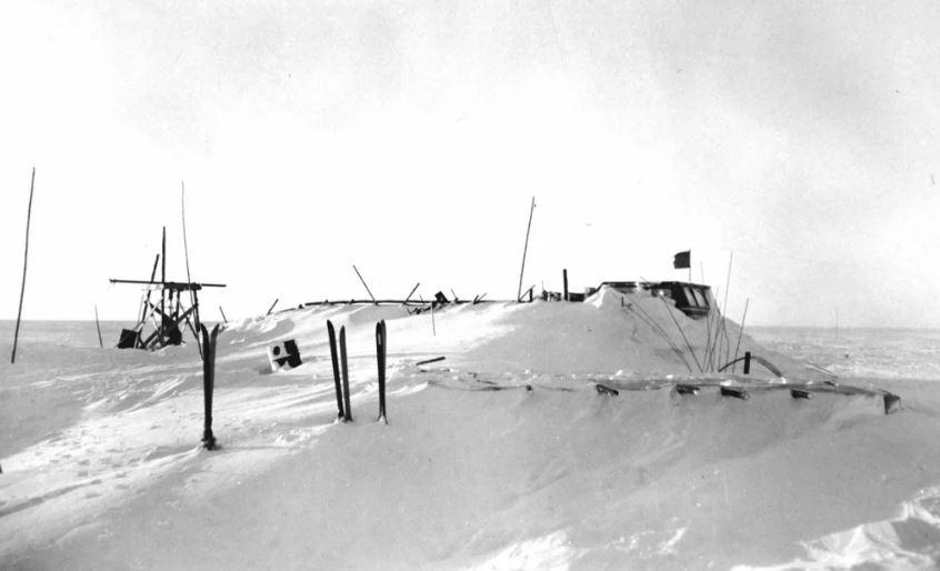 Брошенный Антарктический снежный крейсер.