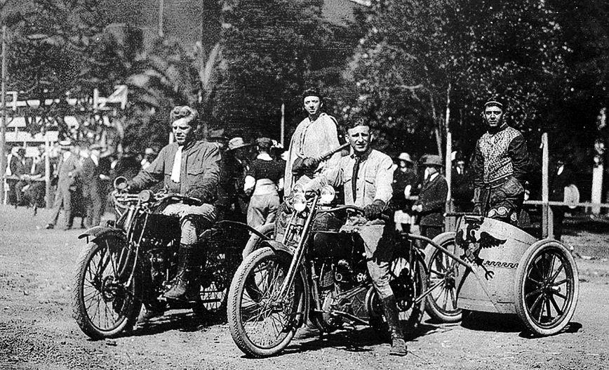 Колесница запряженная мотоциклами.