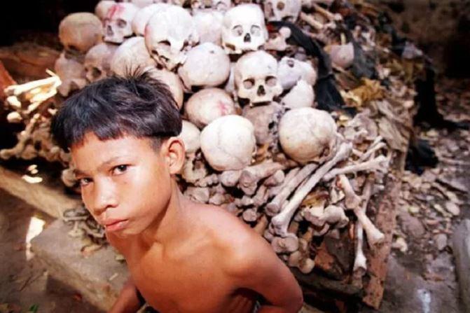 В некоторых племенах, умерший будет преследовать живых до тех пор, пока его не съедят.