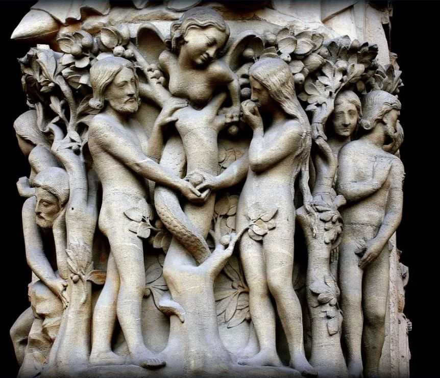 Нотр-Дам де Пари собор фасадные: Адам, Ева и первая жена - Лилит.