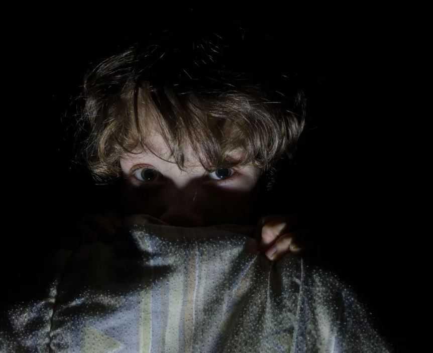 Детский страх перед темнотой - распространенное явление.