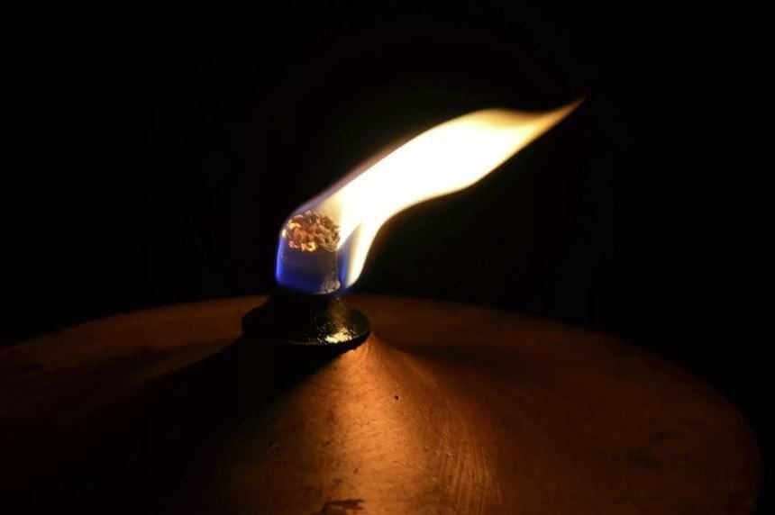 Удивительная лампа - вечно горящая.
