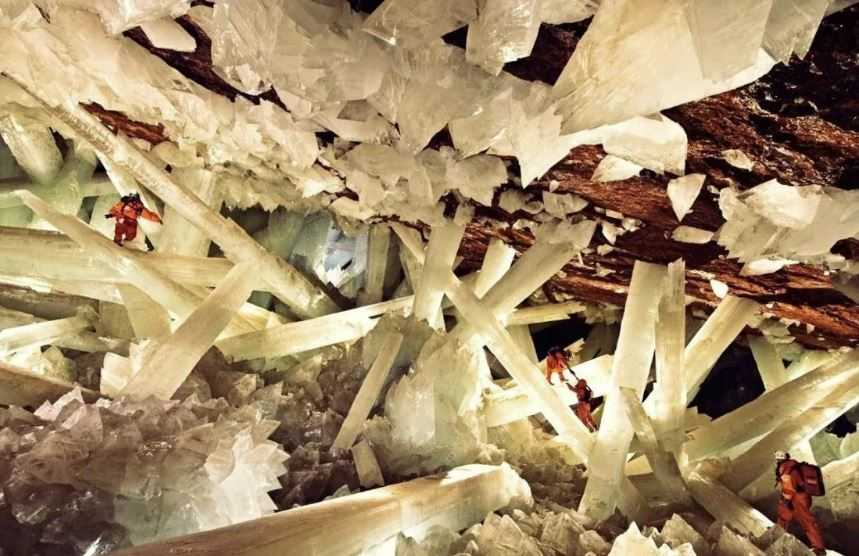 Пещера кристаллов, похоронена на глубине 300 метров, на свинцово-серебряном руднике Найка.