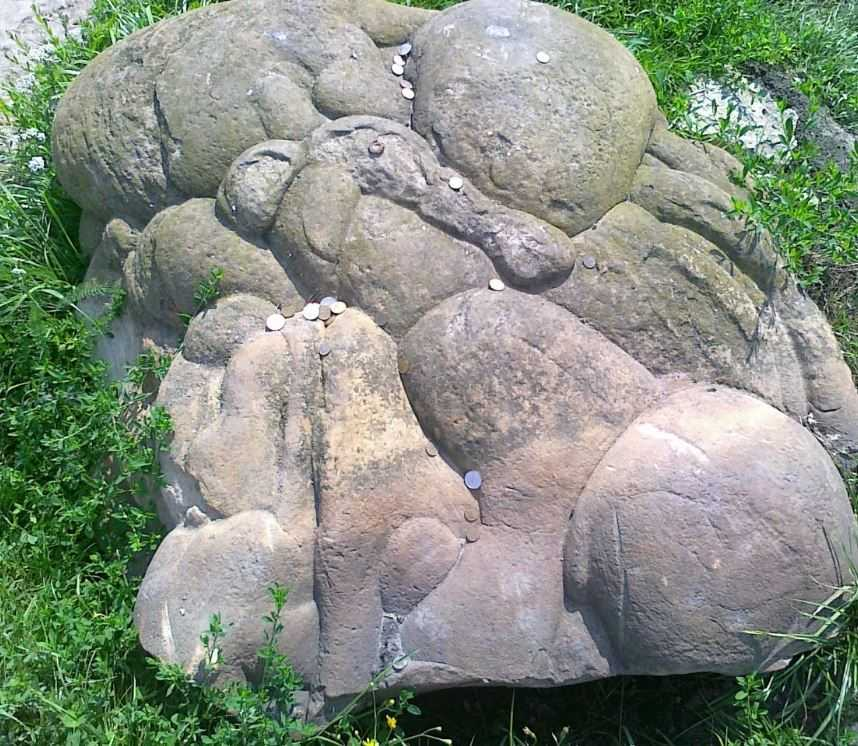 Таинственные живые камни - достопримечательность Румынии.