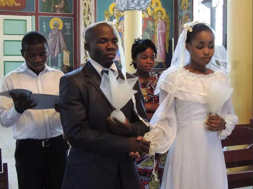 На свадьбе в Конго запрещено улыбаться на протяжении всей свадьбы.