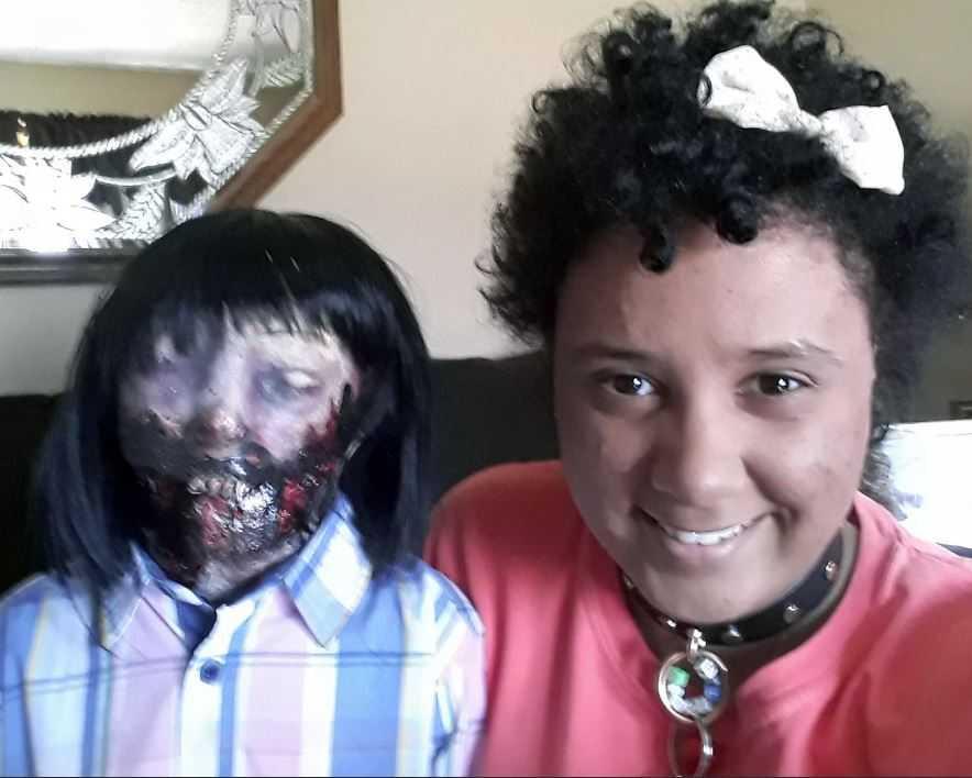 Странный брак с куклой-зомби заключен в Тивертоне, штат Род-Айленд.