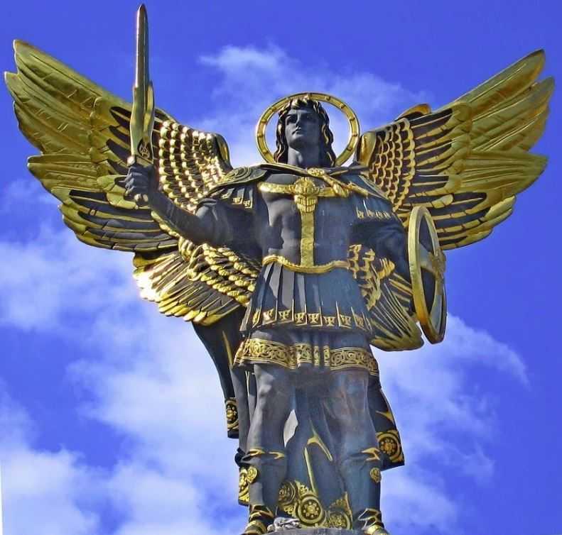 Покровитель Киева и киевлян - архангел Михаил.
