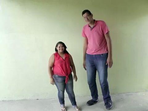 Высокий мужчина.