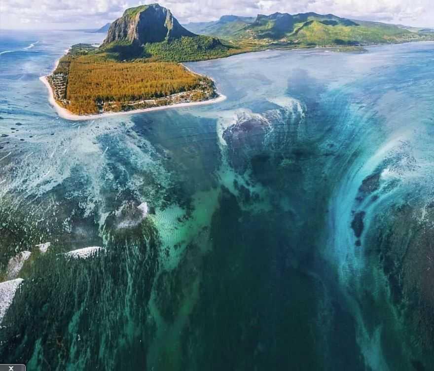 Самый большой водопад в мире, находится в Данийском проливе. А кто-то скажет что и самый красивый.