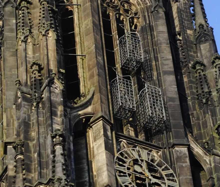 Клетки на церковном шпиле, где гнили мятежники