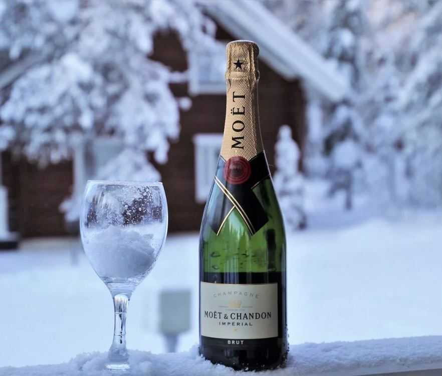 Температура вина подбирается по вашему предпочтению.