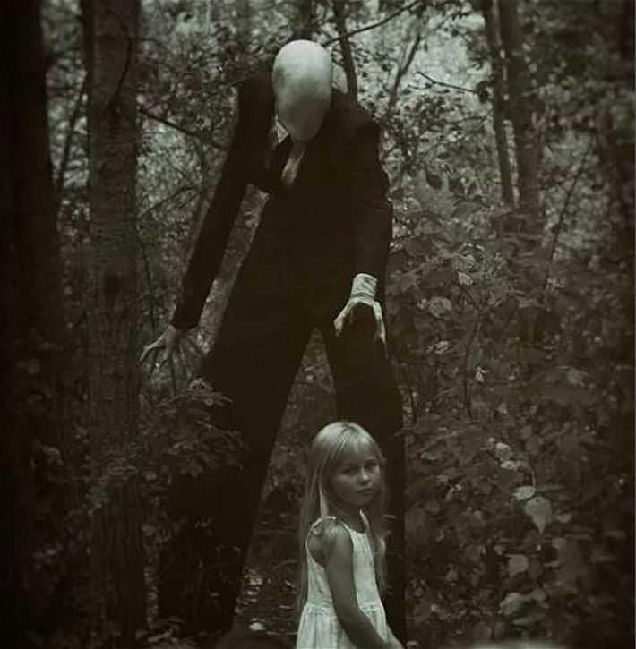 Встретить Слендермена в лесу, особенно детям - не к добру.
