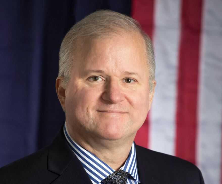 Эндрю Басиаго - участник проекта Пегас, путешественник во времени, кандидат в президенты США.
