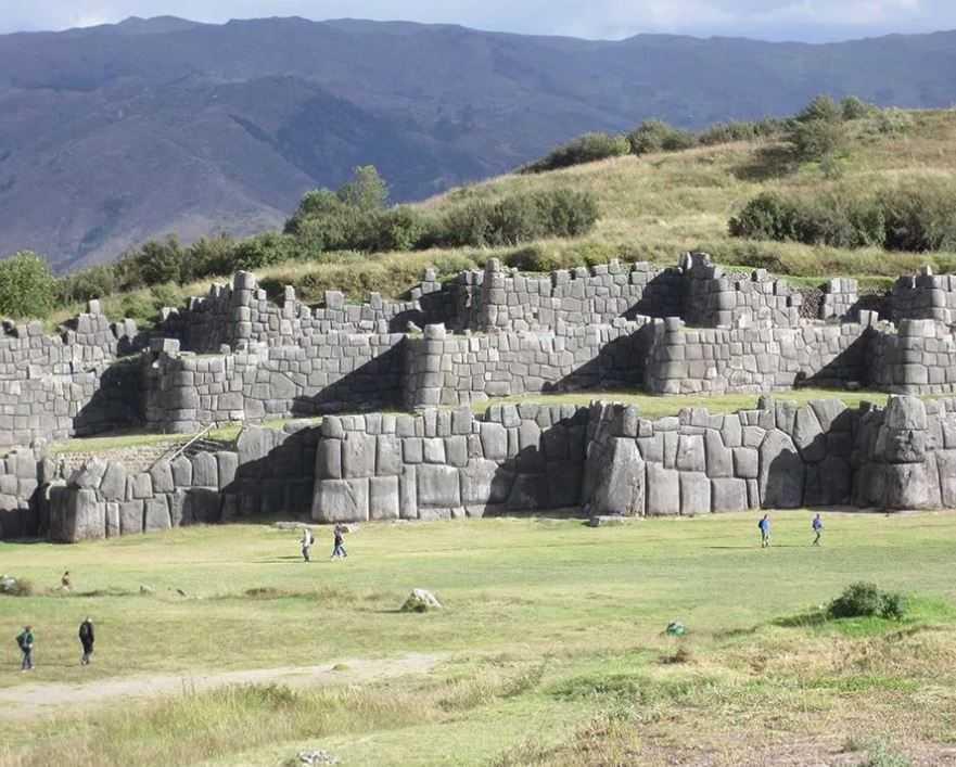 Саксайуаман - стены древней крепости инков в Перу.
