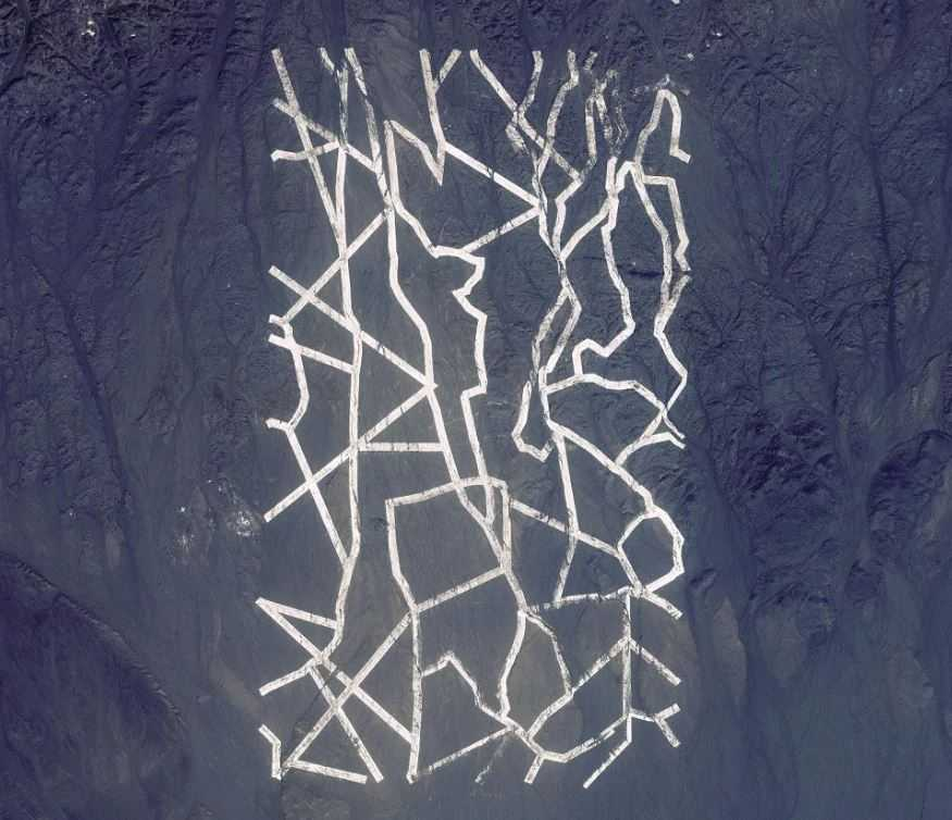 Таинственные линии в пустыне Китая.