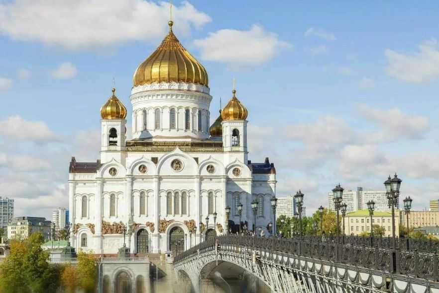 Храм Христа Спасителя в Москве был построен в память о победе в войне 1812 года.