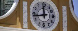Часы конгресса Боливии идут против часовой стрелки