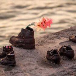 Ботинки на набережной Дуная — мемориал Холокоста