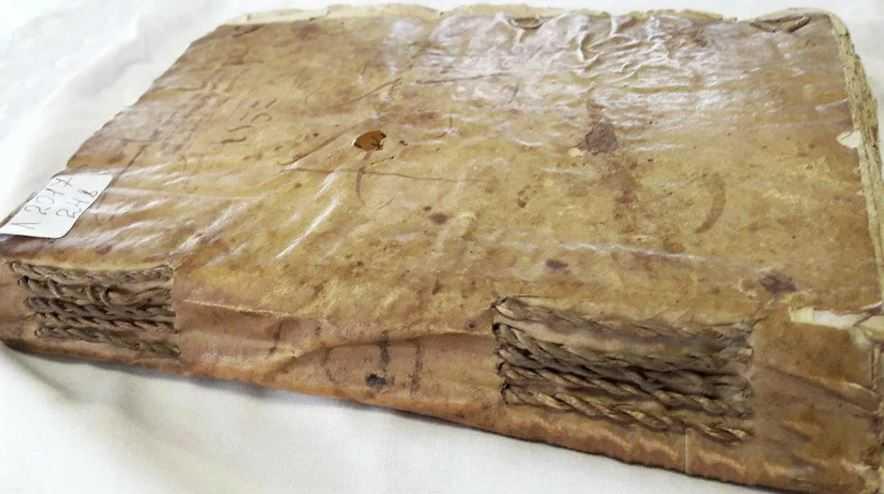 На выставке в Казахстане представили книгу из человеческой кожи.