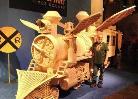 Самая большая модель поезда из спичек