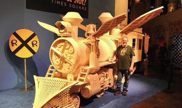Создатель поезда со своим