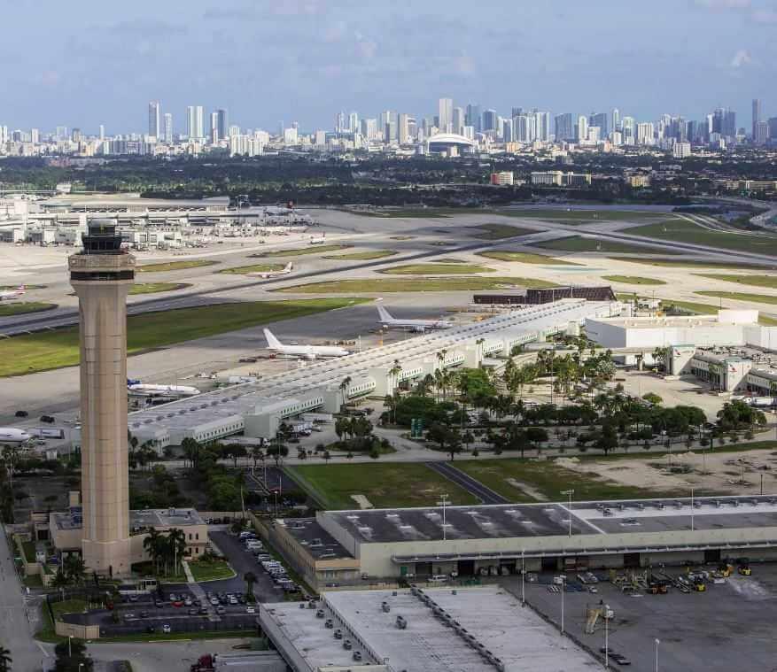 Именно этот аэропорт в Майами принимал исчезающий самолет.