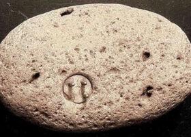 В камне найден электрический разъем возрастом 100000 лет