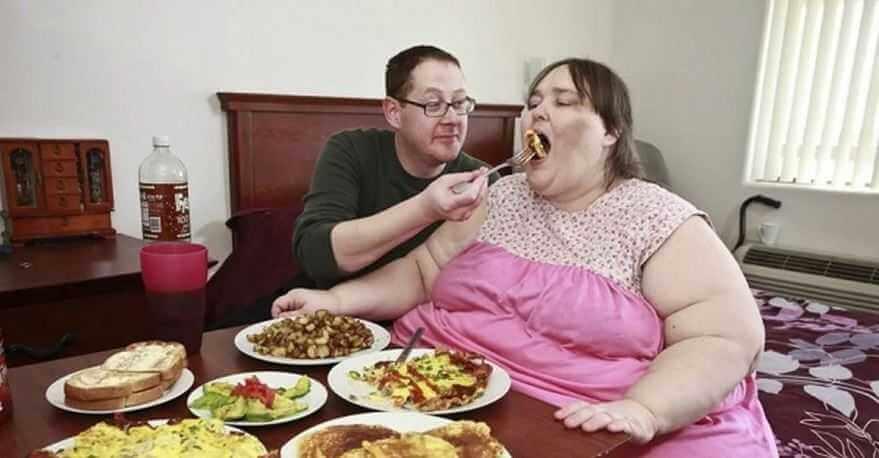 А вы знаете: - Что есть категория людей, получающих удовольствие от того, как их партнер набирает вес?